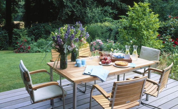 Wooden table and chair with flower vases in garden, Image: 214801912, License: Rights-managed, Restrictions: Approval needed prior to any cover or commercial use, Model Release: no, Credit line: Profimedia, Jalag - Home